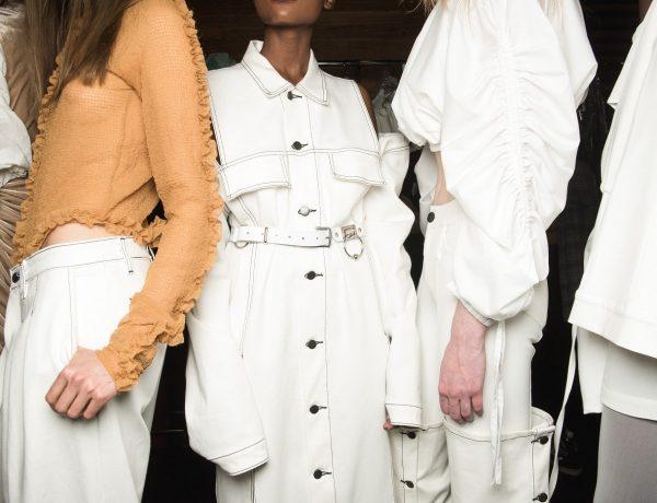 vrouwen in een modeshow