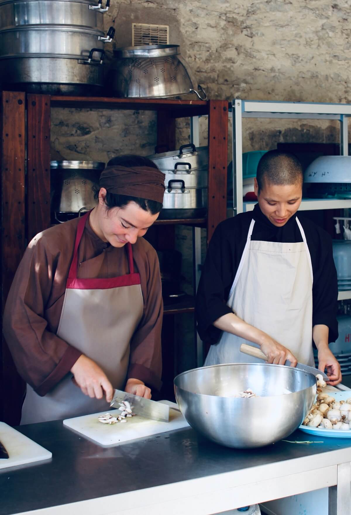 nonnen koken boeddhistische recepten in het mindfulness klooster