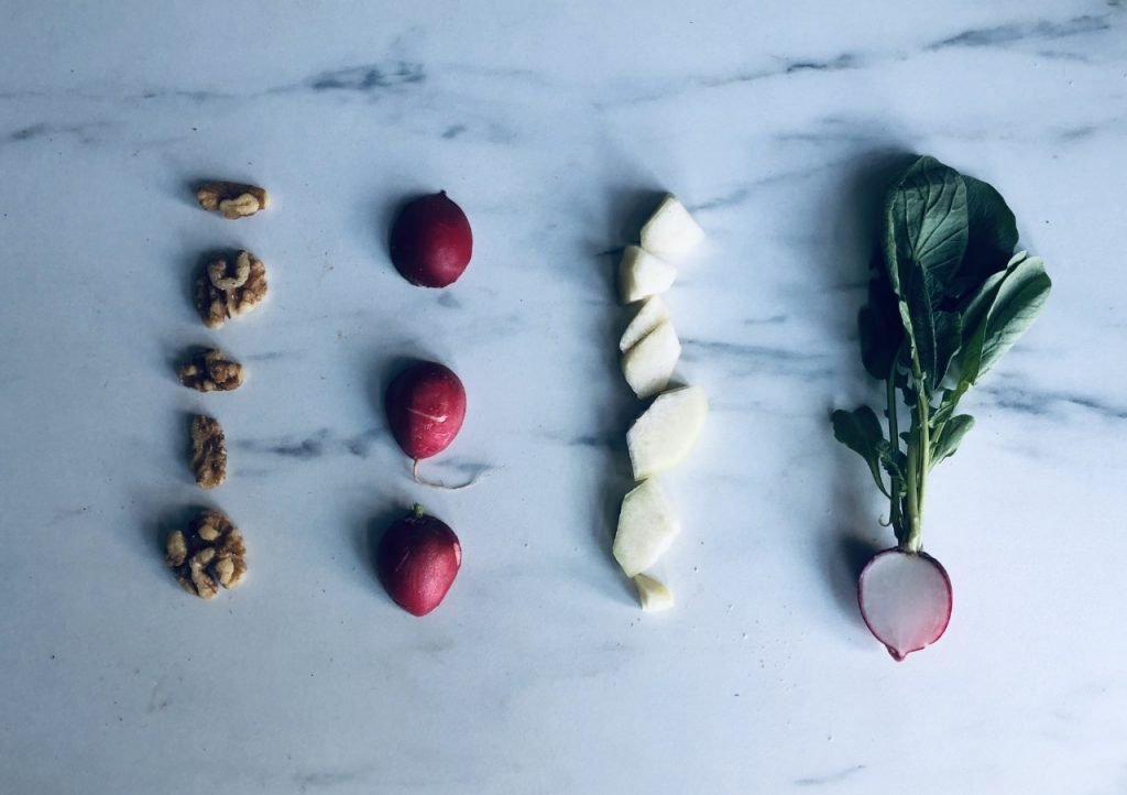 ingrediënten voor een boeddhistische maaltijd met fruit en groente