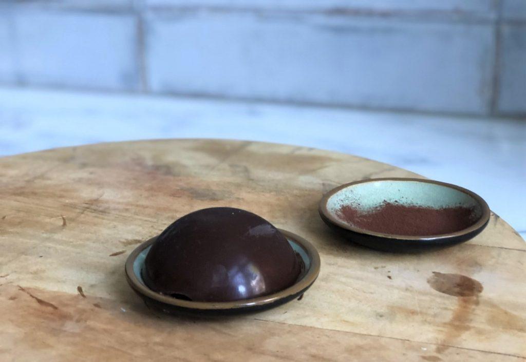 zelfgemaakte bonbons met pure fairtrade chocola